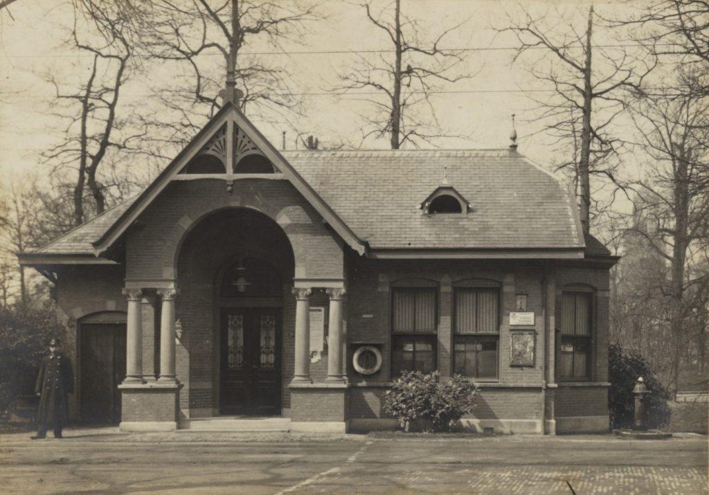 Foto van de politiepost op de Maliesingel uit 1910