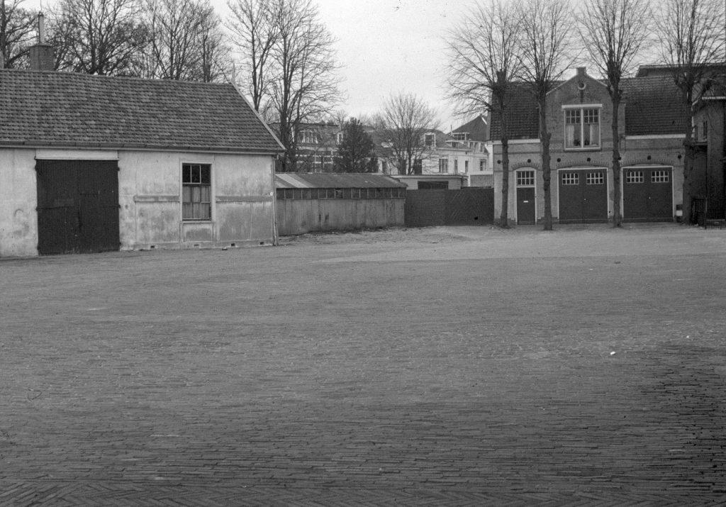 Foto van het plein voor het Oosterstation in 1962